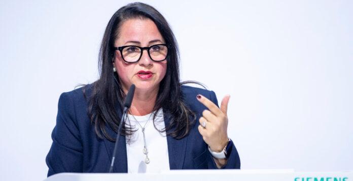 Die Restrukturierung wird ein Marathon und kein Sprint: CFO Maria Ferraro, hier bei der Bilanzpressekonferenz von Siemens Energy im November 2020.