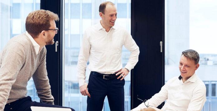 Aus drei werden zwei: Mark Währisch (rechts) wird nach FINANCE-Informationen den Vorstand von Creditshelf verlassen. Es bleiben die beiden Gründer Tim Thabe (links) und Daniel Bartsch (Mitte)