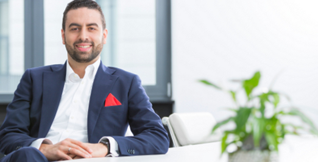 Eigentlich wollte Muhamad Chahrour dem CEO der Fintech Group seine Idee für einen Robo-Advisor vorstellen. Heute ist er CFO des Unternehmens.