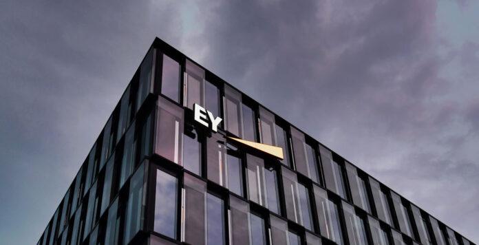 Warum hat EY den Bilanzskandal bei Wirecard nicht schon früher aufgedeckt? Neue Erkenntnisse setzen den Prüfer nun wieder unter Druck.