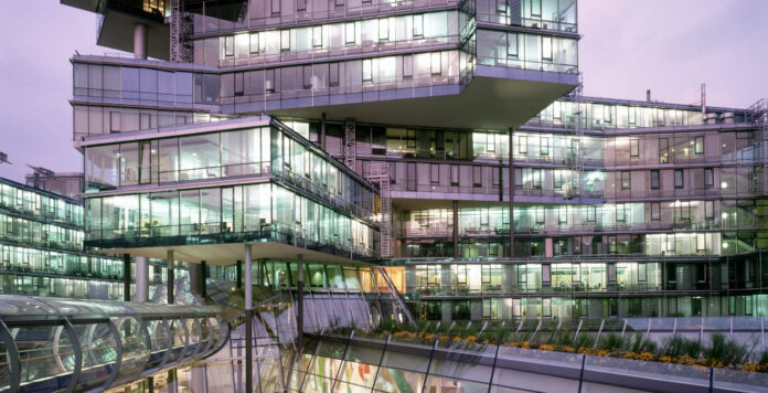 Aufatmen bei der NordLB: Die in Schieflage geratene Landesbank darf die 3,6 Milliarden Euro Kapitalmaßnahmen annehmen, Brüssel hat grünes Licht gegeben. Jetzt müssen Niedersachsen und Sachsen-Anhalt noch zustimmen.