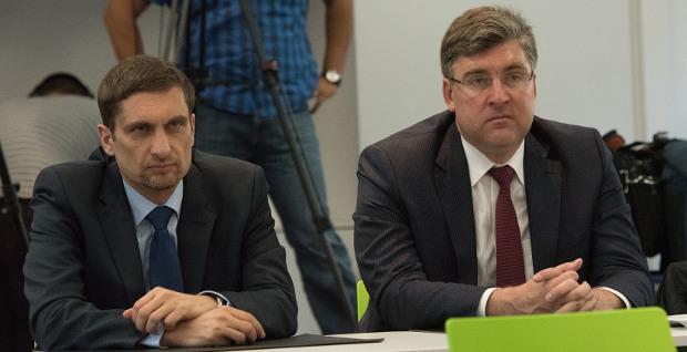 Böse Miene zum guten Spiel: Finanzchef Oliver Frankenbach (links) und sein Vorgänger Axel Hellmann haben die Finanzen von Eintracht Frankfurt gut im Griff.