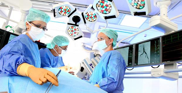 Fresenius kauft für seine Krankenhaussparte zu und übernimmt im größten Deal der Firmengeschichte die spanische Klinikgruppe Quirónsalud.