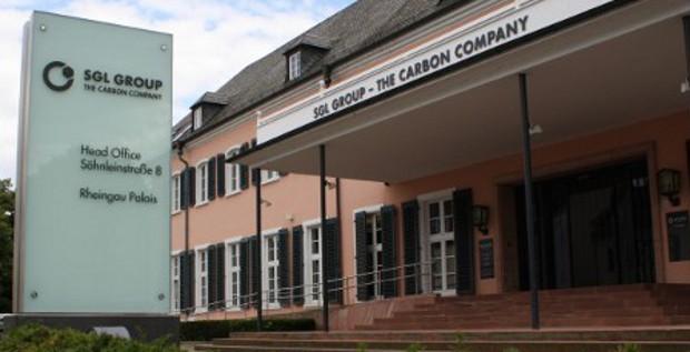 SGL Carbon will Schulden abbauen. Dazu verkauft CFO Michael Majerus das Kerngeschäft und erhöht das Kapital. Mit dem Geld soll eine Wandelschuldverschreibung und eine Unternehmensanleihe zurückgekauft werden.