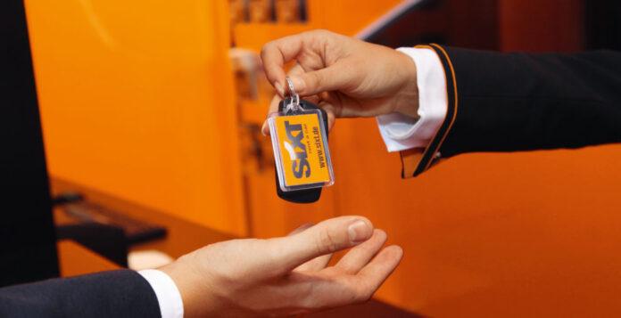 Schlüsselübergabe?: Konzernmutter Sixt will sich von den restlichen Anteilen seiner Leasing-Tochter Sixt Leasing trennen.