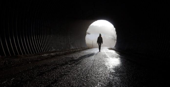 Licht am Ende des Tunnels: Das M&A-Geschäft könnte 2021 wieder deutlich an Fahrt aufnehmen.
