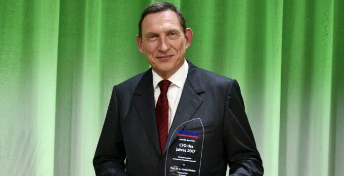Vonovia-CFO Stefan Kirsten hat auf der 13. Structured FINANCE den Preis CFO des Jahres 2017 erhalten. Er hat maßgeblich dazu beigetragen, dass der Immobilienkonzern heute im Dax notiert.