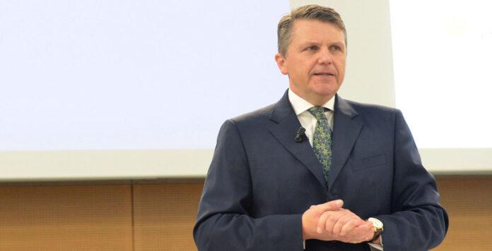 Findet Fresenius-Chef Stephan Sturm doch noch einen Notausgang aus der schwer kritisierten Milliardenübernahme des US-Konzerns Akorn?