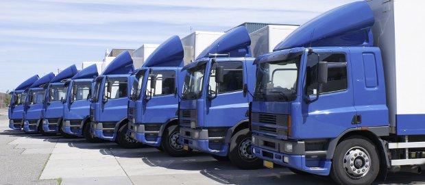 Noch stehen die LKWs still: Die Finanzierung entlang der Lieferkette läuft häufig nicht rund.