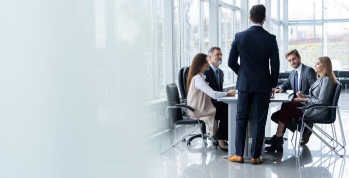 Interimsmanager springen oft kurzfristig ein, wenn es in einem Unternehmen brennt. Ihre Tagessätze sind zuletzt gestiegen.