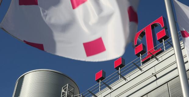 Die Deutsche Telekom hat ihrer Tochter T-Mobile US eine Finanzierungszusage über 2 Milliarden US-Dollar gegeben.