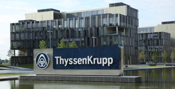 Die US-Ratingagentur hat die Bonitätsbewertung für den ThyssenKrupp-Konzern von Ba3 auf Ba2 gesenkt.