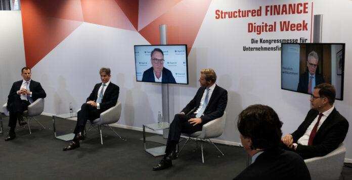 """Mit der Podiumsdiskussion """"New Normal im Firmenkundengeschäft – worauf es jetzt ankommt"""" startete die """"Structured FINANCE Digital Week""""."""