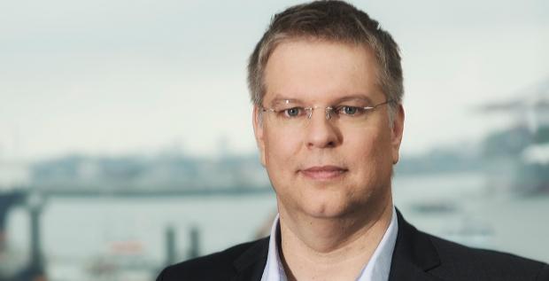 Trustbills-CEO Jörg Hörster versteigert über seine Auktionsplattform Handelsforderungen von Unternehmen und bietet damit eine Alternative zum klassischen Factoring.