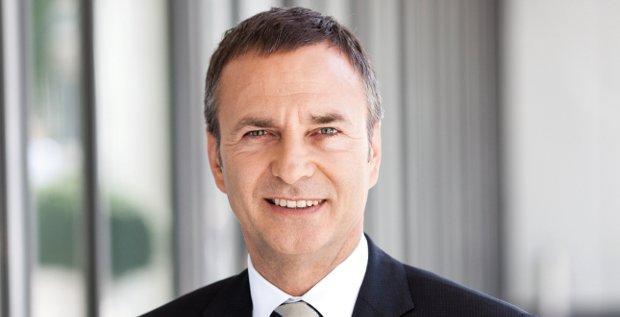 Daimler-CFO Bodo Uebber platzierte im Januar trotz Turbulenzen an den Märkten eine Anleihe. Er ist unser CFO des Monats Januar.