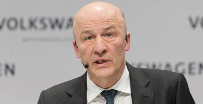 Volkswagen-CFO Frank Witter auf der Hauptversammlung 2018: Der Manager hat seinen langfristigen Bonus für die Zeit 2017 bis 2019 bereits ausgezahlt bekommen. Der Betrag: Mehr als 1,4 Millionen Euro.