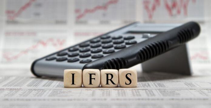 IFRS 17 regelt die Bilanzierung von Versicherungsverträgen. Die Erstanwendung wurde nun verschoben.