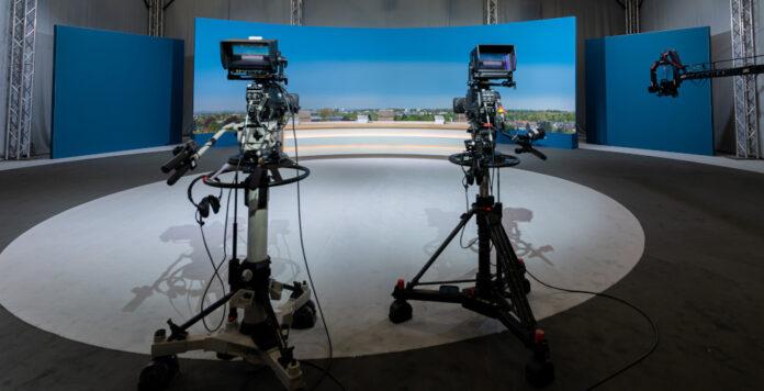 Für die virtuelle Hauptversammlung hat Vonovia ein eigenes Studio einrichten lassen. Was sind die Vor- und Nachteile der virtuellen Treffen?