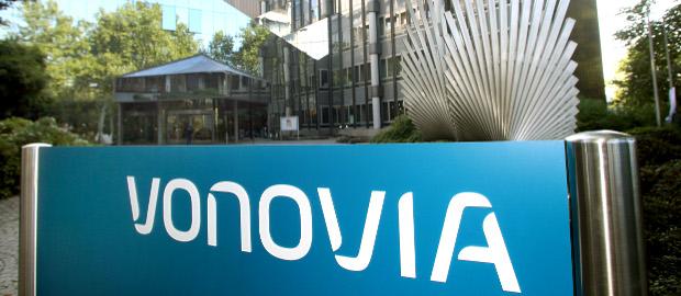 Auf Management-Ebene wurde lange über einen Zusammenschluss der Vonovia und der Deutsche Wohnen gesprochen. Das überraschende Übernahme-Angebot der Deutsche Wohnen für LEG-Immobilien zwingt Vonovia nun zum Handeln.