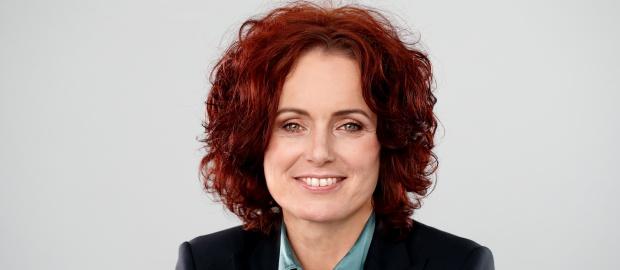Die gebürtige Ungarin Emese Weissenbacher wird neue Finanzchefin von Mann+Hummel. Vorgänger Frank Jehle konzentriert sich auf Strategie.