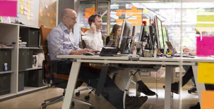 Bei dem Versicherer Axa Deutschland arbeiten CDO Tino Hermanns und Deutschland-CFO Nils Kaschner gemeinsam an der Digitalisierung von Prozessen.