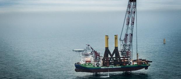 Errichtungsarbeiten im Offshore-Windpark Global Tech 1: Ex-Windreich-Chef Willi Balz fordert einen schnellen Verkauf des GT1-Anteils, um den Gläubiger Sarasin loszuwerden.