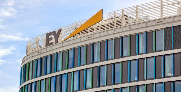Geprellte Investoren nehmen jetzt Wirecards Abschlussprüfer EY ins Visier.