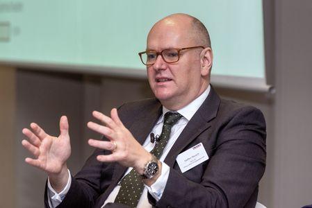 Steffen Reusch über die Frage, ob Insolvenzverwalter zu Restrukturierern werden.