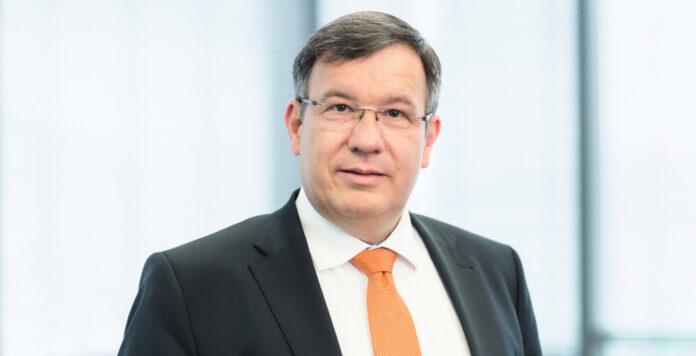 Der langjährige Carl Zeiss-CFO Thomas Spitzenpfeil verlängert seinen Vertrag nicht.