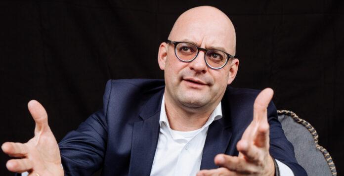 Nur bedingt investorenfähig? Fußballfinanzexperte Henning Zülch sieht große strategische und organisatorische Lücken im Management vieler Klubs der Fußball-Bundesliga.