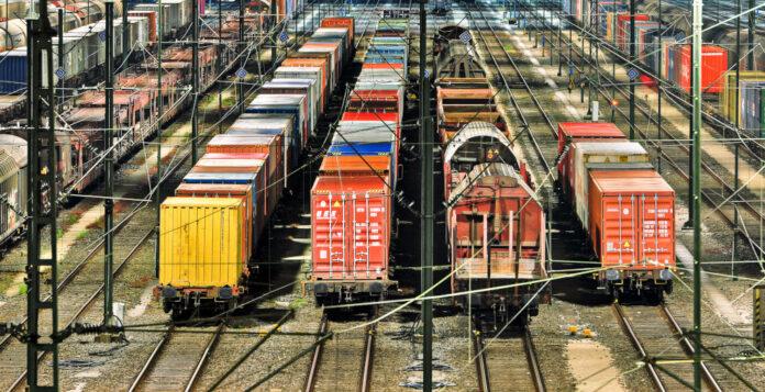 Private Equity und Verkehrstechnik – das passt offenbar zusammen. Über das Wochenende gab es zwei Übernahmeangebote von Finanzinvestoren in der Bahnbranche.