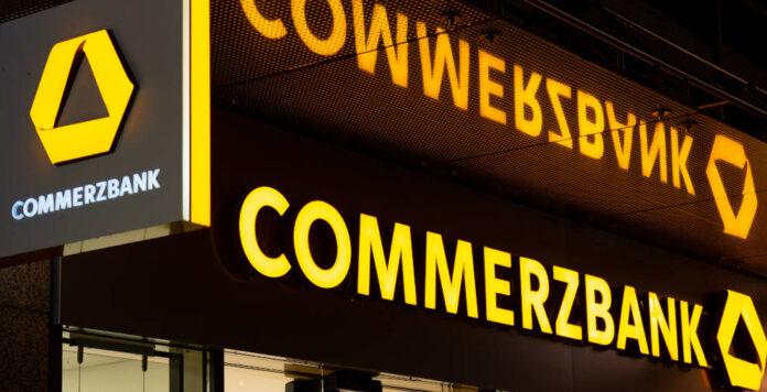 Die Commerzbank schreibt durch Beendigung eines IT-Projekt einen Betrag in sechsstelliger Millionenhöhe ab.