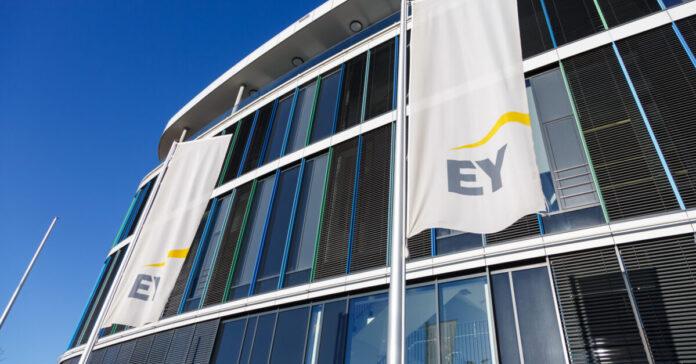 EY bekommt mehrere neue Kunden in Deutschlands erster Börsenliga Dax.