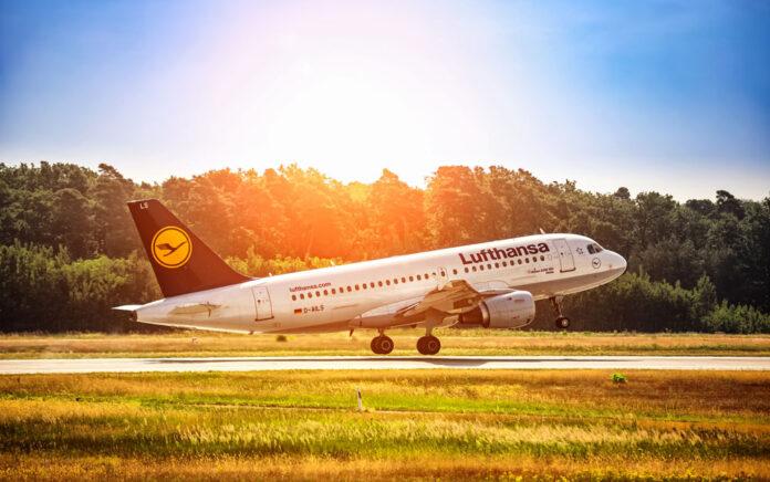 Die Lufthansa will mit einer Kapitalerhöhung durchstarten und die Corona-Schulden tilgen. Foto: Andrey Armyagov - istock.adobe.com