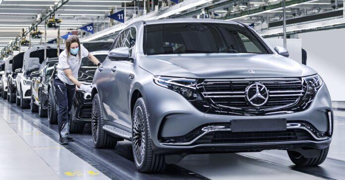 Mercedes-Benz wird Joint-Venture-Partner von Stellantis und Totalenergies. Gemeinsam wollen die Unternehmen nachhaltige Batteriezellen produzieren. Foto: Daimler