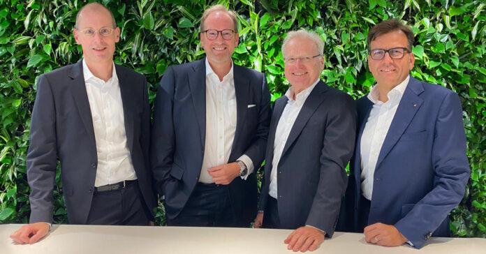 Heiko Frank (2. von links) soll die M&A-Beratung der WTS-Gruppe verstärken. Die WTS-Vorstände Franz Hohenlohe und Fritz Esterer sowie FAS-Vorstand Dieter Becker (von links nach rechts) freuen sich darauf. Foto: WTS-Gruppe
